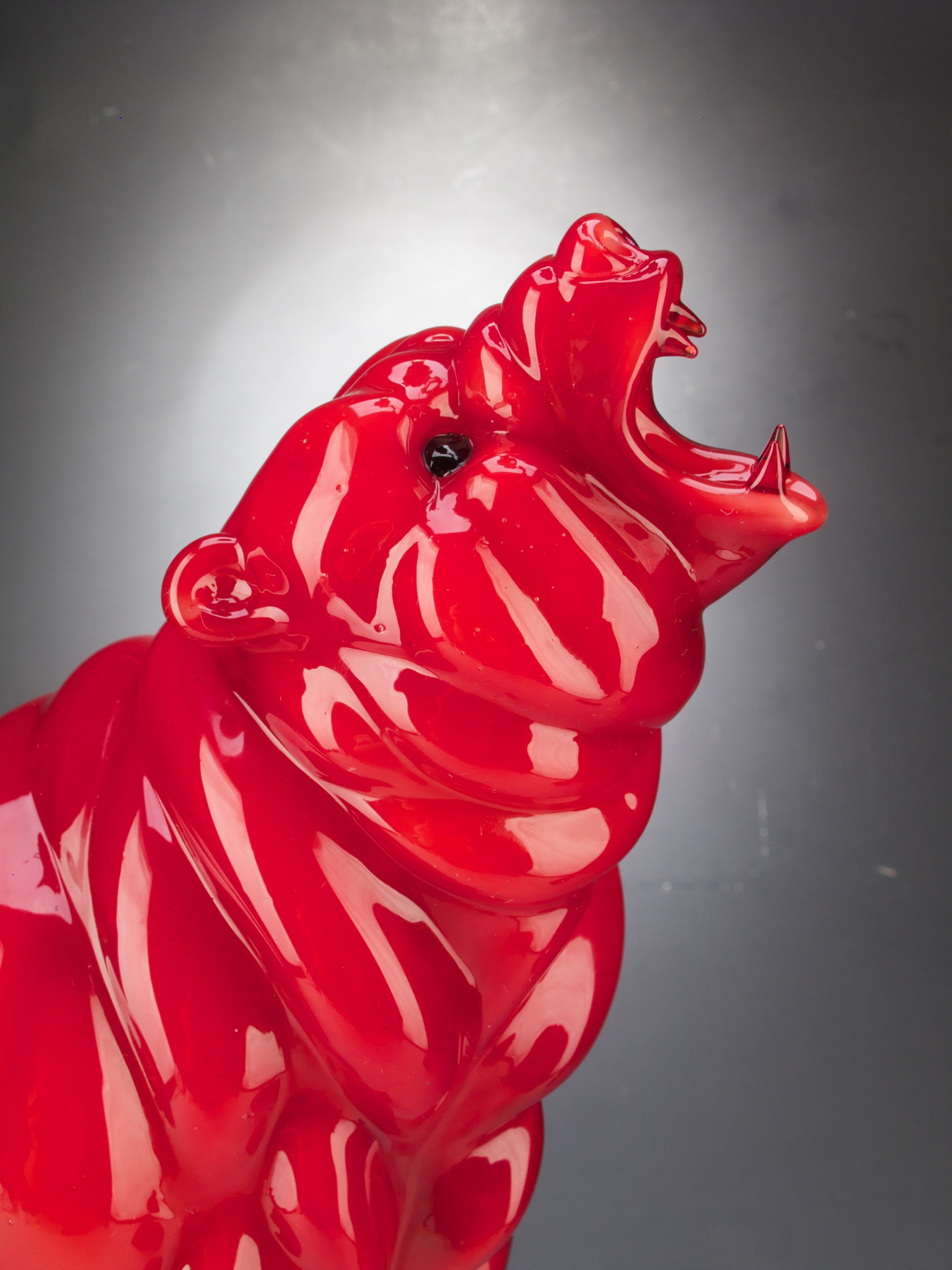 Flameworked glass grizzly bear by Chris Ahalt