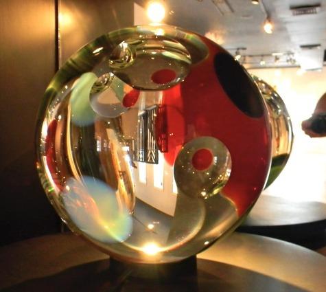 glass sculpture by David Huchthausn
